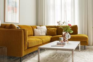 Sofy na wysokich nóżkach - kolekcje do salonów klasycznych i nowoczesnych