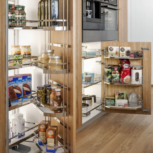 """W systemie """"Tandem"""" można umieścić produkty zarówno na drzwiach, jak i półkach wewnętrznych. Fot. Peka"""