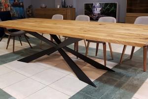 Stół z drewna - jak wybrać idealny produkt?