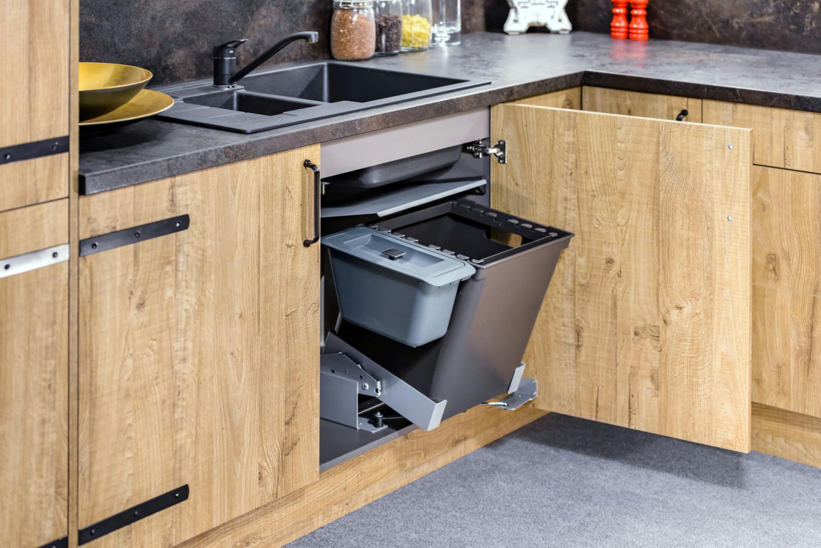 Zabudowany system pojemników na odpadki. Fot. KAM Kuchnie