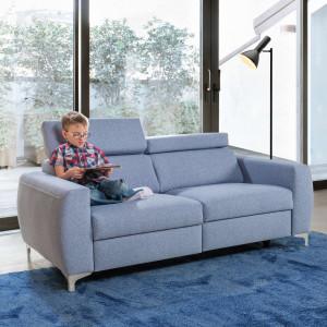 Sofa Spoleto w zgaszonym odcieniu błękitu. Fot. Meblomak