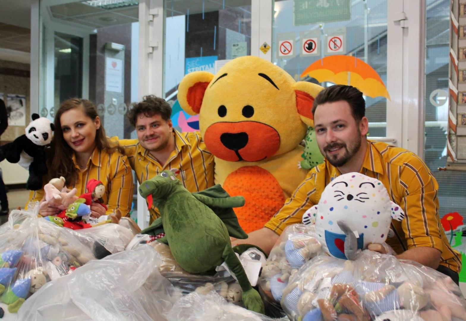 Akcja zbierania pluszaków dla chorych dzieci. Fot. IKEA