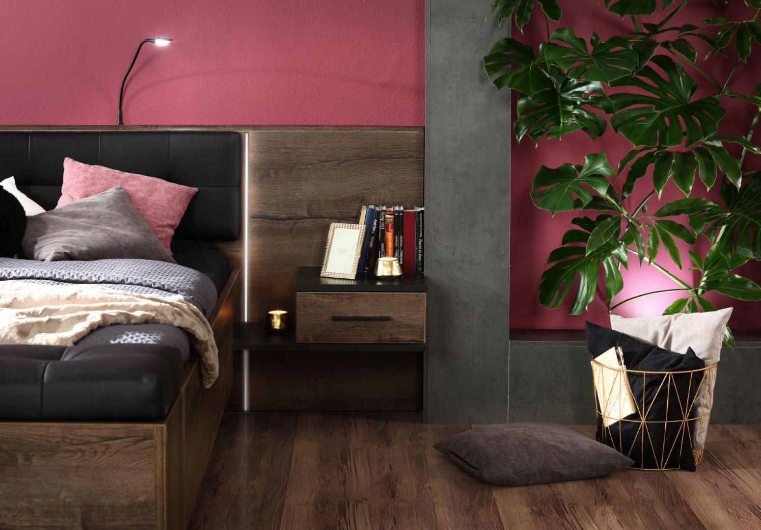 Szafka nocna zintegrowana z łóżkiem – kolekcja Bellevue firmy Forte. Fot. Forte