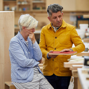 "Zespół: Hans Ulrich Obrist, dyrektor artystyczny Serpentine Galleries oraz projektanci Nina Tolstrup i Jack Mama (Studiomama). Projekt: ""Serpentine Postbox"