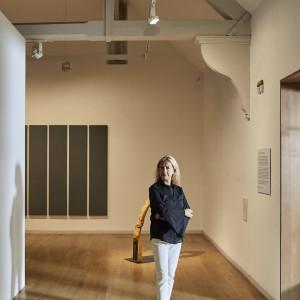 "Zespół: Iwona Blazwick, dyrektor Whitechapel Gallery oraz projektanci Yael Mer i Shay Alkalay (Raw Edges). Projekt: ""Wooden Hinge"