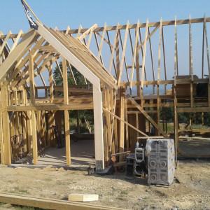 Czarny dom naturalny - zdjęcie w trakcie budowy. Fot. eKodama