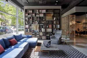 Nowe wnętrza warszawskiego salonu z ekskluzywnymi meblami