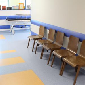 Krzesła Link marki Paged Meble w krakowskim szpitalu. Fot. Paged Meble