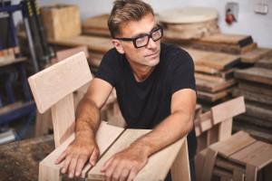 Krzesło z niskim śladem węglowym - wyjątkowy projekt spod kreski Tomka Rygalika