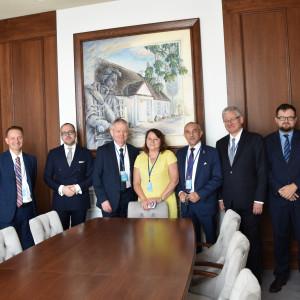 Delegacja rządowa i prezesi Alina i Jan Szynaka w Sali Posiedzeń ONZ w Nowym Jorku. Fot. materiały prasowe