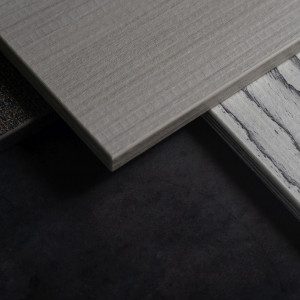Diplos: kolekcja, która łączy laminaty HPL z uszlachetnionymi płytami wiórowymi/Abet Laminati. Produkt zgłoszony do konkursu Meble Plus - Produkt 2020.