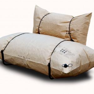 Sofa Blow powstała z nadmuchiwanych papierowych worków.