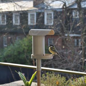 Karmnik dla ptaków ALOUETTE Yoann Jaquon zaprojektował dla marki Fermob.