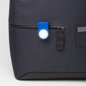 Kompaktowa lampka LUCIE zaprojektowana dla marki Lexon. Do zaczepienia na odzieży lub torbie czy plecaku. Wygodne ładownie przez USB.
