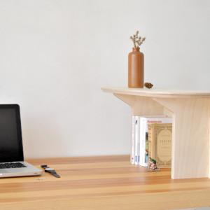 ELEMENT to praktyczny mebel-akcesorium, który można zamontować na ścianie lub biurku. Projekt dla Opendesk.