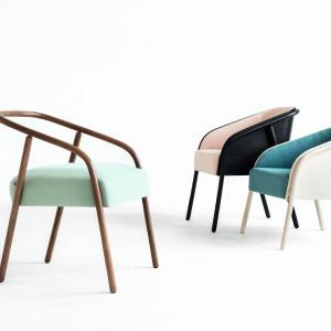Zaprojektowana dla firmy Fameg rodzina krzeseł PLUM miała międzynarodową premierę na tegorocznych targach iSaloni.
