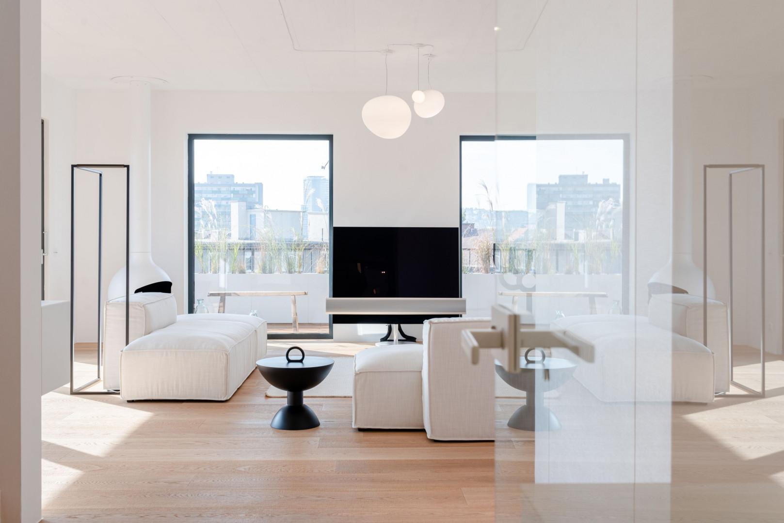 Realizacja w Bratysławie z wykorzystanie sof Cushion marki Nobonobo, projekt wnętrza Martin Fleischmann.
