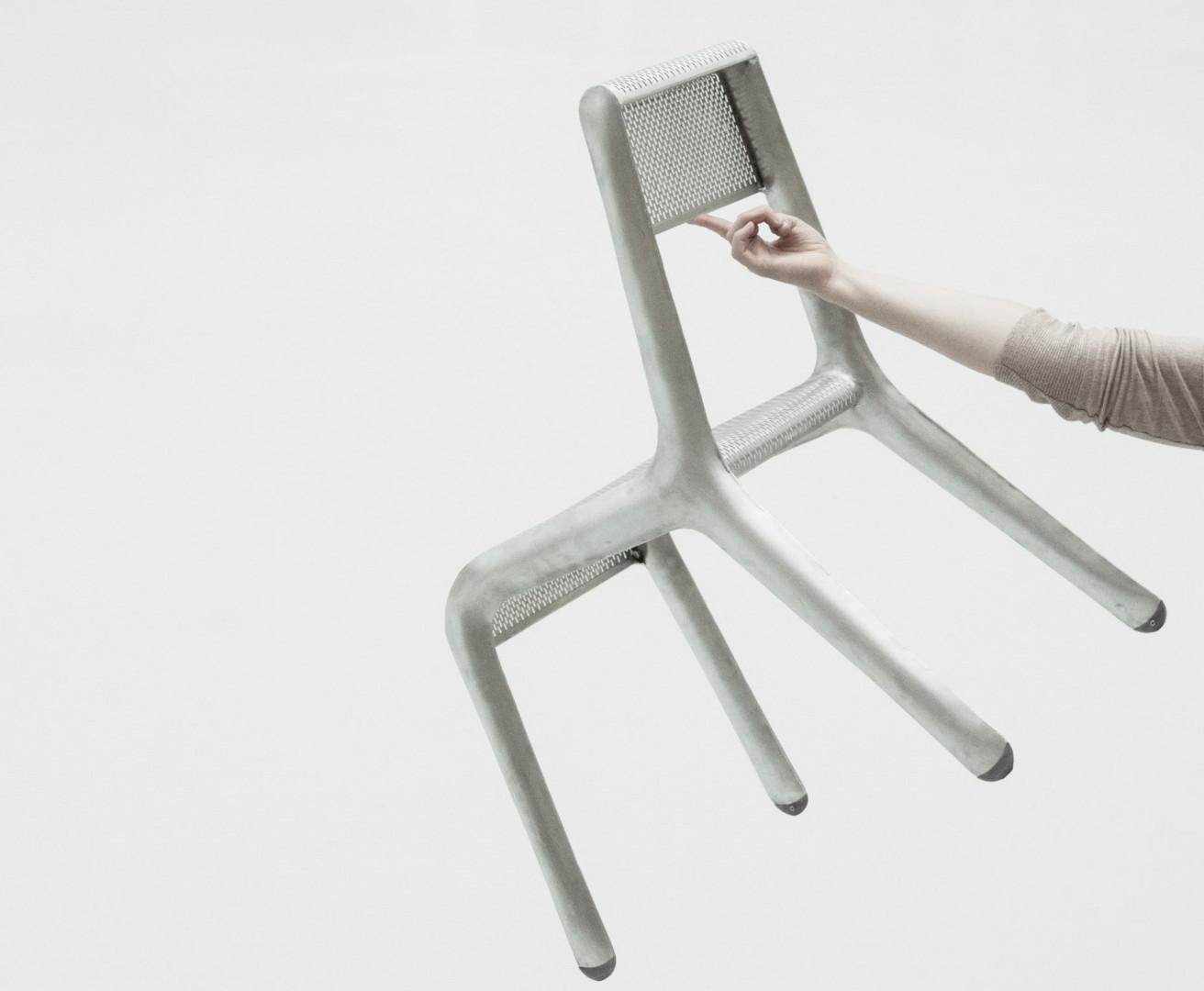 Ultraleggera to nowy projekt zieta.prozessdesign.Całość wykonana jest w technologii FiDU, a pojedyncze krzesło waży mniej niż 1600 g. Fot. zieta.prozessdesign