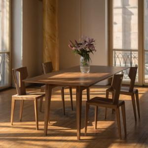 Stół Tamaza i krzesła Pegaz. Fot. Swallow's Tail