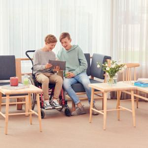"""MEBLE DO PRZESTRZENI PUBLICZNEJ, GABINETU I BIURA. Tytuł """"Meble Plus – Produkt 2020"""" zdobyła firma Kinnarps za sofę Be a part of."""
