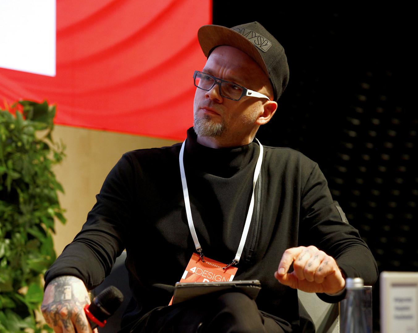 Tomasz Pągowski, projektant, konstruktor, prowadzący programy o urządzaniu wnętrz: Remont w 48h, Projekt Lokalny, Bitwa o Dom