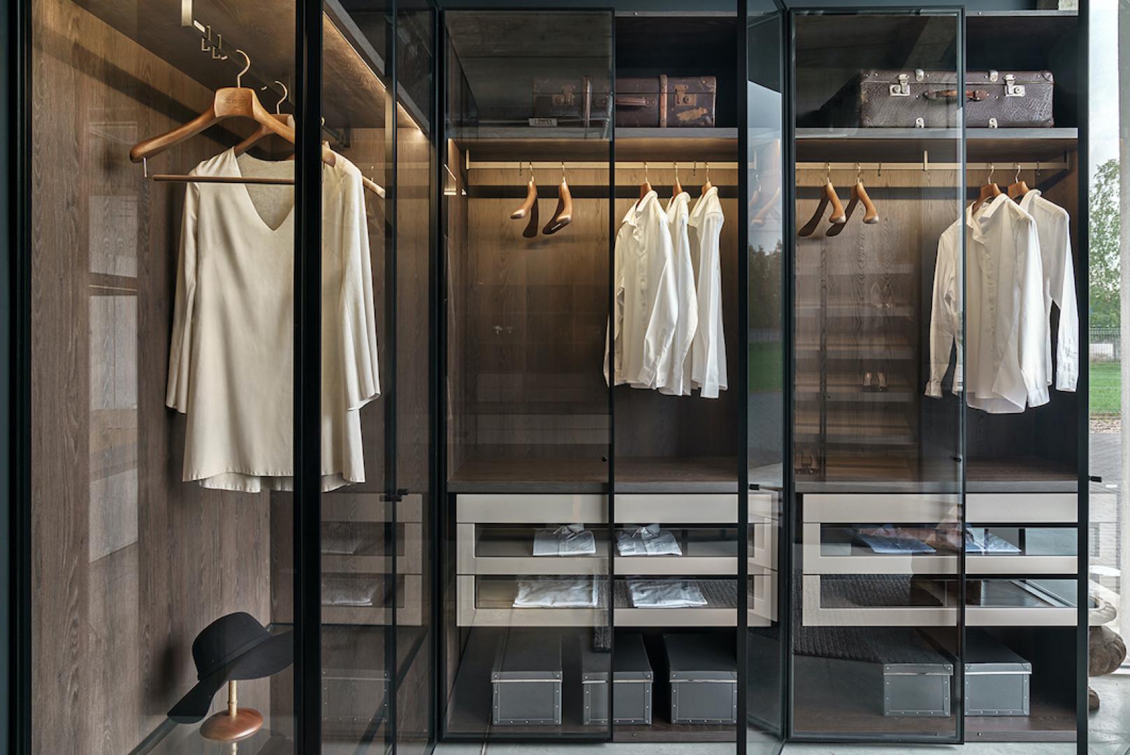 Garderoba jak witryna. Szkło i aluminium w roli głównej. Fot. Zajc