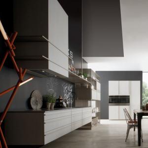 Beluga, zaprojektowana przez Ferruccio Laviani, jest jedną z najbardziej znanych kuchni Rastelli. Fot. Rastelli Beluga Hielo Ash